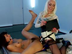 Kinky Bianca Stone gets the brush gradual vagina stuffed about an electro dildo tube porn video