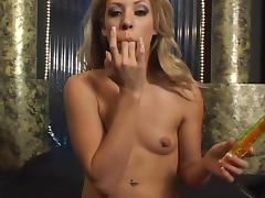 Awesome blonde Leah Luv gets satisfied by a fucking machine tube porn video