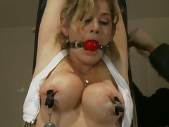 Hot Felony gets tied up in a gym and toyed by a machine tube porn video