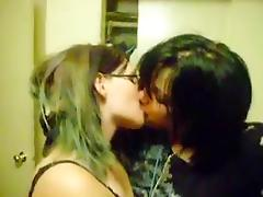 Kissing girls 288