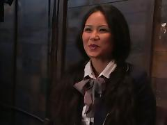 Jessica Bangkok screams widlly while getting her vag toyed in a cellar