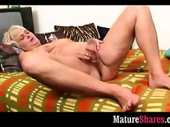 Horny GILF toy fucking hairy cunt