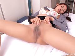 Natsume Inagaw fingers her pussy before pounding it with a vabrator