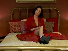 Wonderful brunette siren Veronica Avluv uses some devices tube porn video