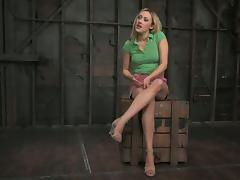 Deliciously hot blondie Gwen Diamond is being painsulted