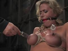 Curvaceous Kylie Worthy get her tits tortured
