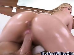 Watch oily ass bounce as hoe rides