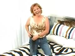 This mature amateur has a lot of experience giving handjobs