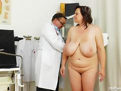 chunky slut is up for a complete pussy exam tube porn video