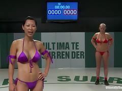 Nude lesbians Gia and Mahina have a wrestling match on tatami