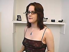 Slutty brunette is loving the sound of that fucking machine
