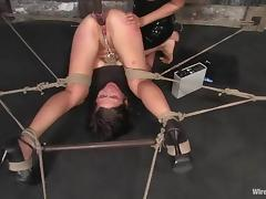 Nasty Vai gets her vagina drilled with an electric dildo