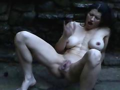 Woman squirting in the rain porn tube video