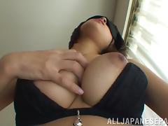 Azusa Watabe masturbates with a vibe wearing a blindfold