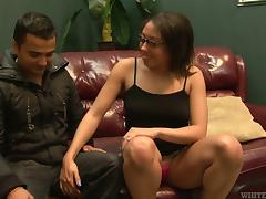 Ebony milf spreads her legs for some missionary