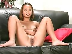 Hawt hottie widens her legs on the bed