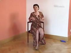 Large tit granny puts on a show for U