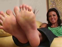 Amanda's Big Feet exposed