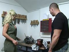 Big breasted Victoria Rush gets banged by muscled guy