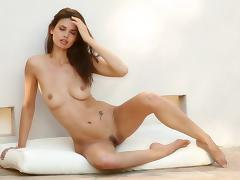 Tanned chick Karmen shows off her naked shape