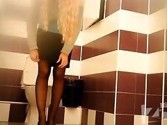 pissing in toilet 2398 tube porn video