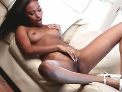 Tanned babe Bella Moretti poses naked porn tube video