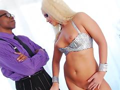 Sean Michaels fucks with blonde Roxy Raye