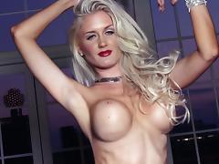 Fascinating Blond Beauty Morgan Reese Posing Naked