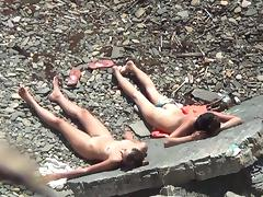 Babes are lying on the stones naked