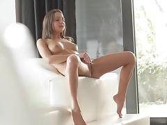 Beauty Foxy Di is poking her puss
