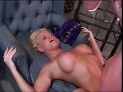 blonde  plays after the party