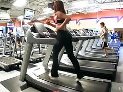 Babe Flashes Her Hot Ass While Working Out at the Gym tube porn video