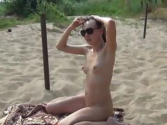 Sexy babe poses in her lovely doggy pose tube porn video