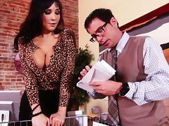 Astounding Diana Prince Gives A Naughty Blowjob To The Mail Man porn tube video