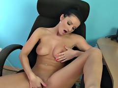 Vanessa jordin strips, masturbates and squirts