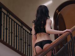 Stunning brunette hun Iana Little wants to get hot