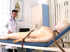 Beauty v fucks with her doctor