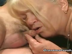 Younger dude fucks blonde granny tube porn video