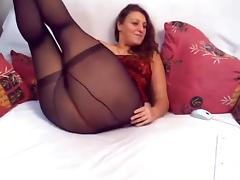 Horny webcam slut Sonya plays with sex toys