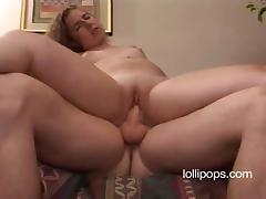 Amateur chick is enjoying some orgasmic minutes