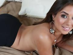 Tanned milf Jynx Maze is sucking a nice cock