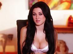 Glamorous Stefanie Knight shows her sexy body