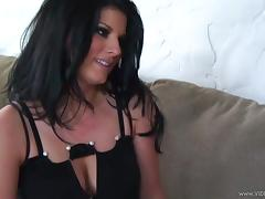 A super sexy brunette wants to swallow him