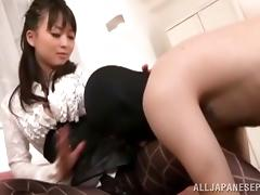 Japanese babe in sexy pantyhose has surprise for her guy