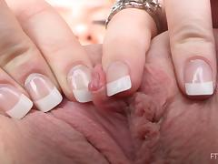 A close-up video with Serena showing and gaping her pussy
