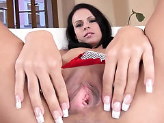 super sweet brunette with neat fingers