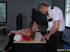 Mouthwatering Brooklyn Chase And Bill Bailey Have Rough Sex tube porn video