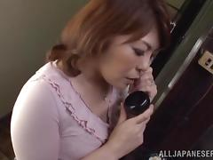 Curvy Japanese milf gets her cunt fingered while talking on the phone