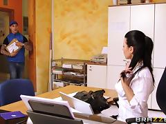 Klaudia Hot is fucked by a delivery guy in her office