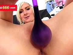 Medical nurse Amanda Vamp opens vagina with a gyno device tube porn video